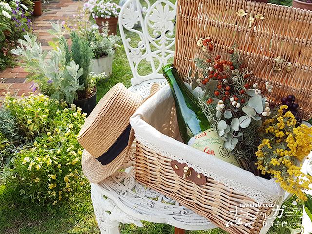 ドライフラワーを庭に飾る