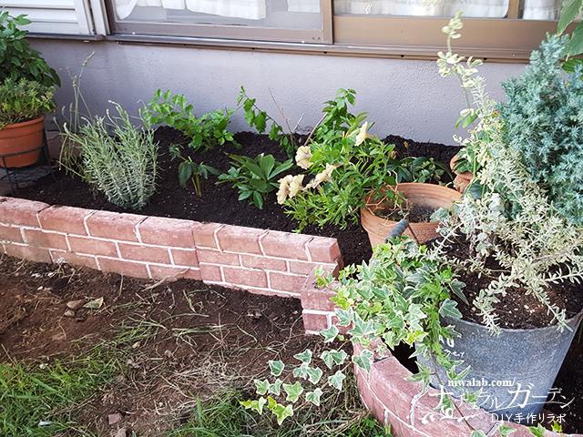 レンガ風タイルで花壇作り