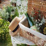庭にピクニックバスケットを飾れば、そこはまるで赤毛のアンの世界
