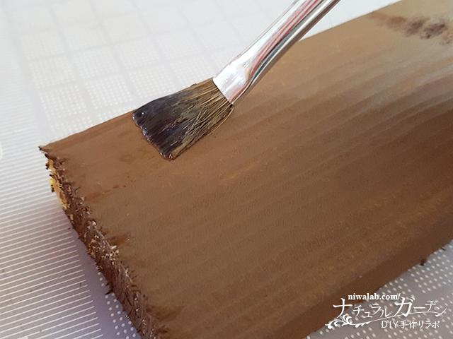 クラッキングメディウムを塗る