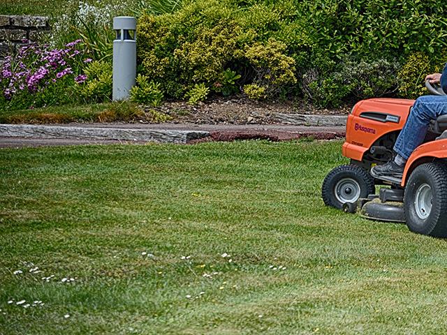 業務用芝刈り機