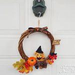 玄関ドアにハロウィンリースを飾ってお客様をお出迎え!