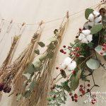 サンキライやユーカリを使って、赤と緑の冬のスワッグを作ろう!
