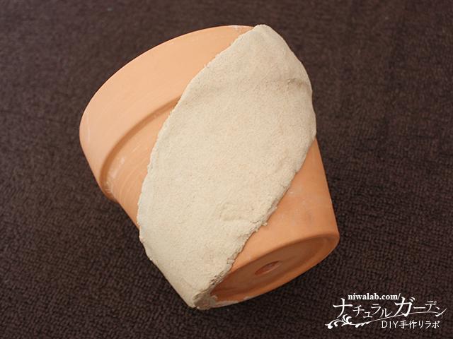 粘土を貼り付ける