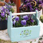 カッティングボードをリメイク!花や小物を入れて使える持ち手付きボックスへ