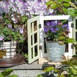 壁や庭に飾ろう!セリアの雑貨を使って作る鎧戸付きフェイクな窓枠
