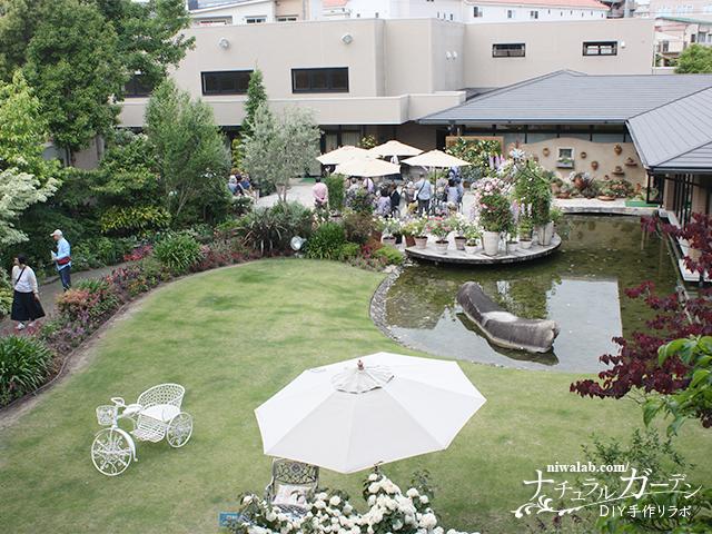 東屋から眺める庭