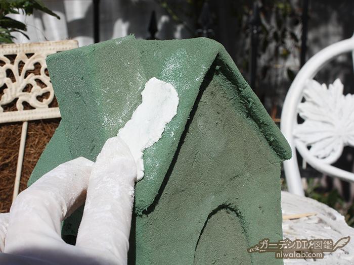 モルタルを塗る