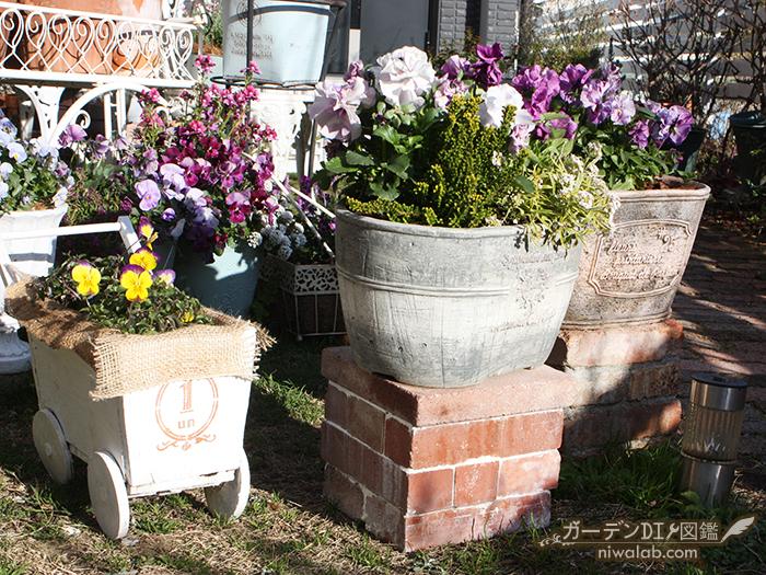 レンガの花台