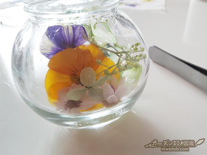 花材を投入