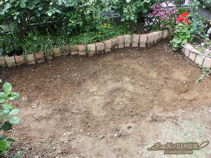 耕した地面
