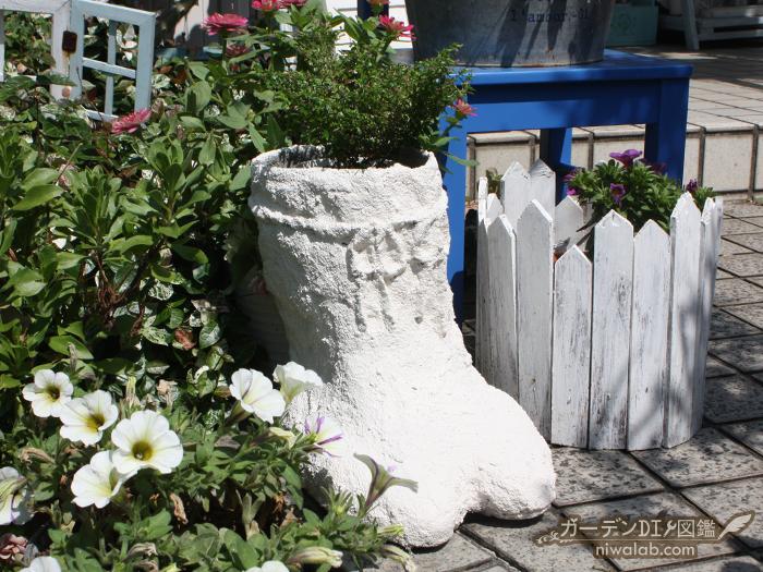 長靴プランターと花